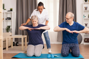 physiotherapist-helping-old-people-exercise